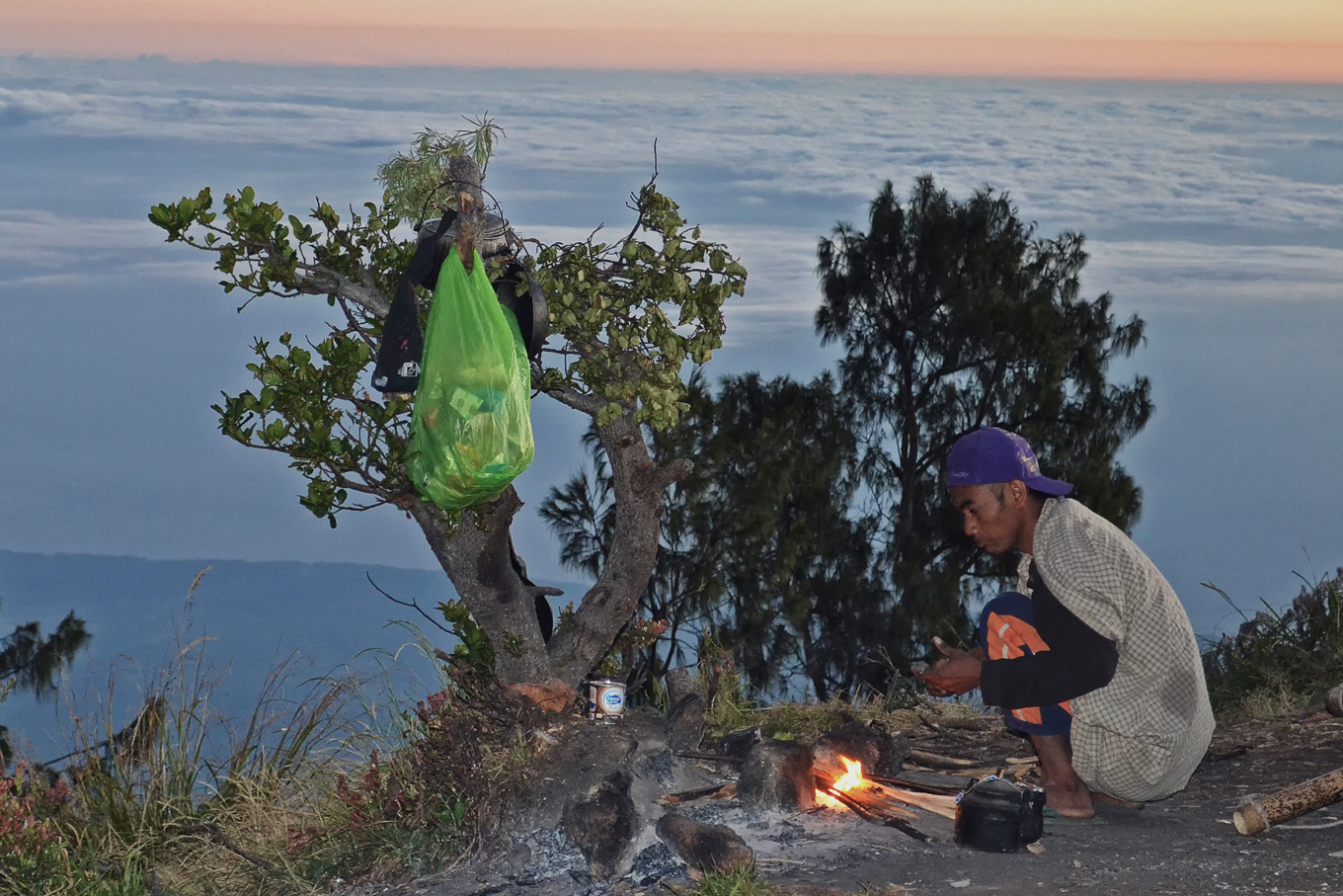 Mt-Rinjani_cooking